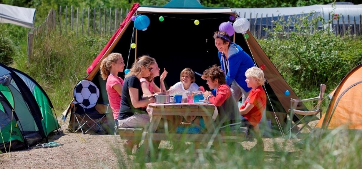 zeltpl tz mit picknicktisch preise reservieren camping bakkum. Black Bedroom Furniture Sets. Home Design Ideas